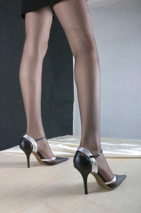 美腿高根丝袜制服诱惑