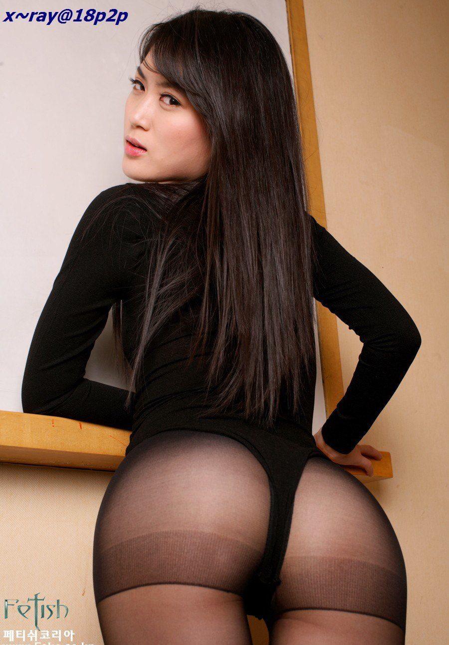前凸后翘的性感黑丝袜美臀诱惑