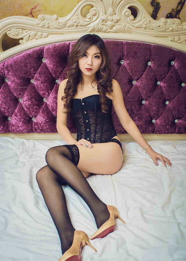 豪宅里的性感成熟美少妇