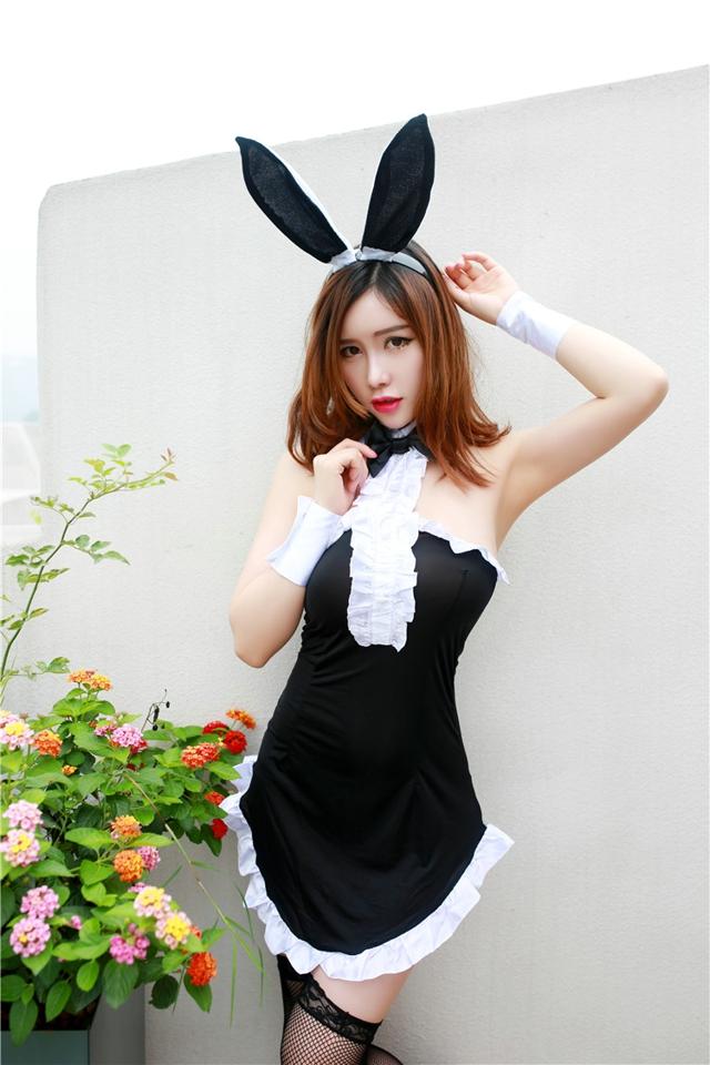 纯情兔女郎翘臀火辣迷人,对娟姨的屁眼进行调教行动,不过娟姨都是老太婆了,不再年轻美丽拉。