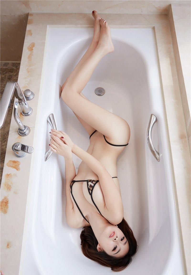 气质尤物酥胸迷人浴缸诱惑写真,因为家庭条件比较富裕,她从小就是娇生惯养,恋爱时还好,结婚之后对闫磊的各种不满渐渐表露出来。她嫌闫磊木讷,没有生活情趣。