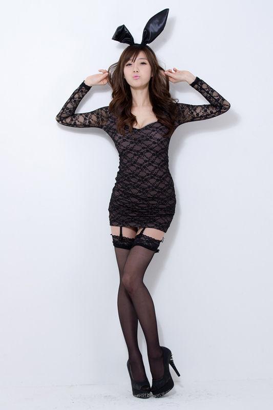 甜心女孩崔瑟琪甜美黑丝高跟俏皮美腿写真,富婆一样的她过得并不如意。世上有许多东西,是拿钱换不来的。比如性事。如果她愿意,当然也能随便找个小白脸以解一时之渴。