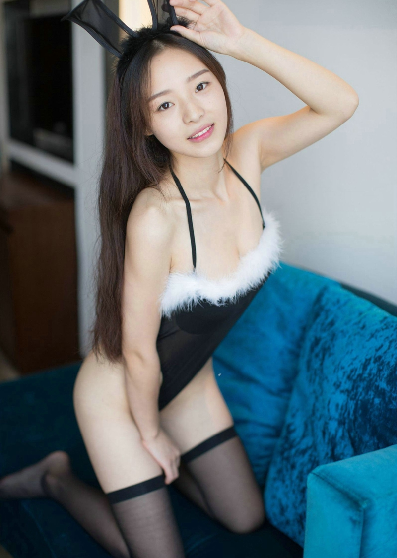 兔女郎制服美女美胸黑丝美腿甜蜜诱惑