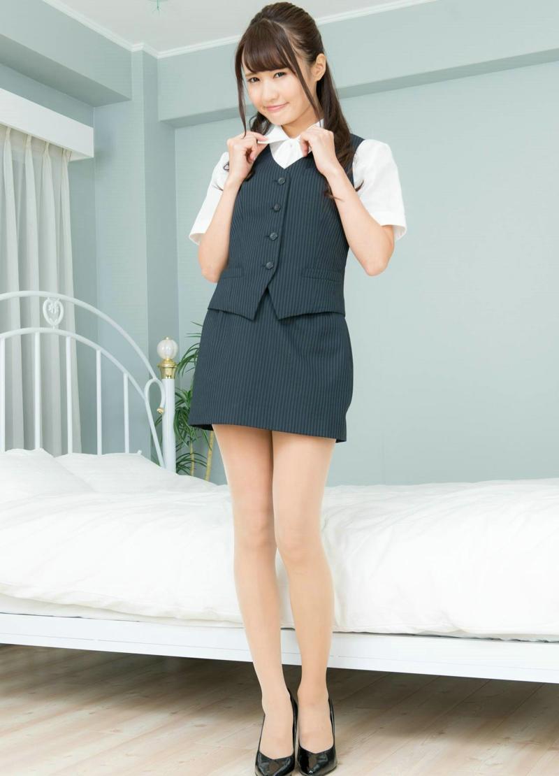 日系OL制服高跟美眉丝袜美腿诱惑写真