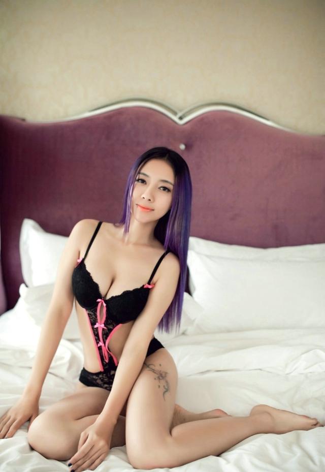 长腿美女性感妖媚丝袜写真