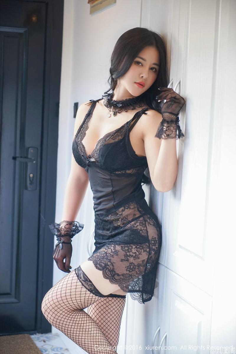 蕾丝性感睡衣黑丝网袜美女露底裤私房写真,我喜欢在外面开房间的刺激,就像我以前常带我另一个女朋友去外面过夜一样。 现在想起nancy火辣的打扮跟她选的丝袜还是会搞到我常常勃起。