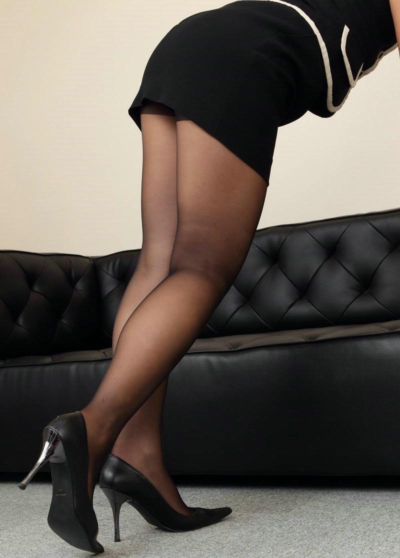 黑丝制服女秘书高跟美腿温馨靓丽写真