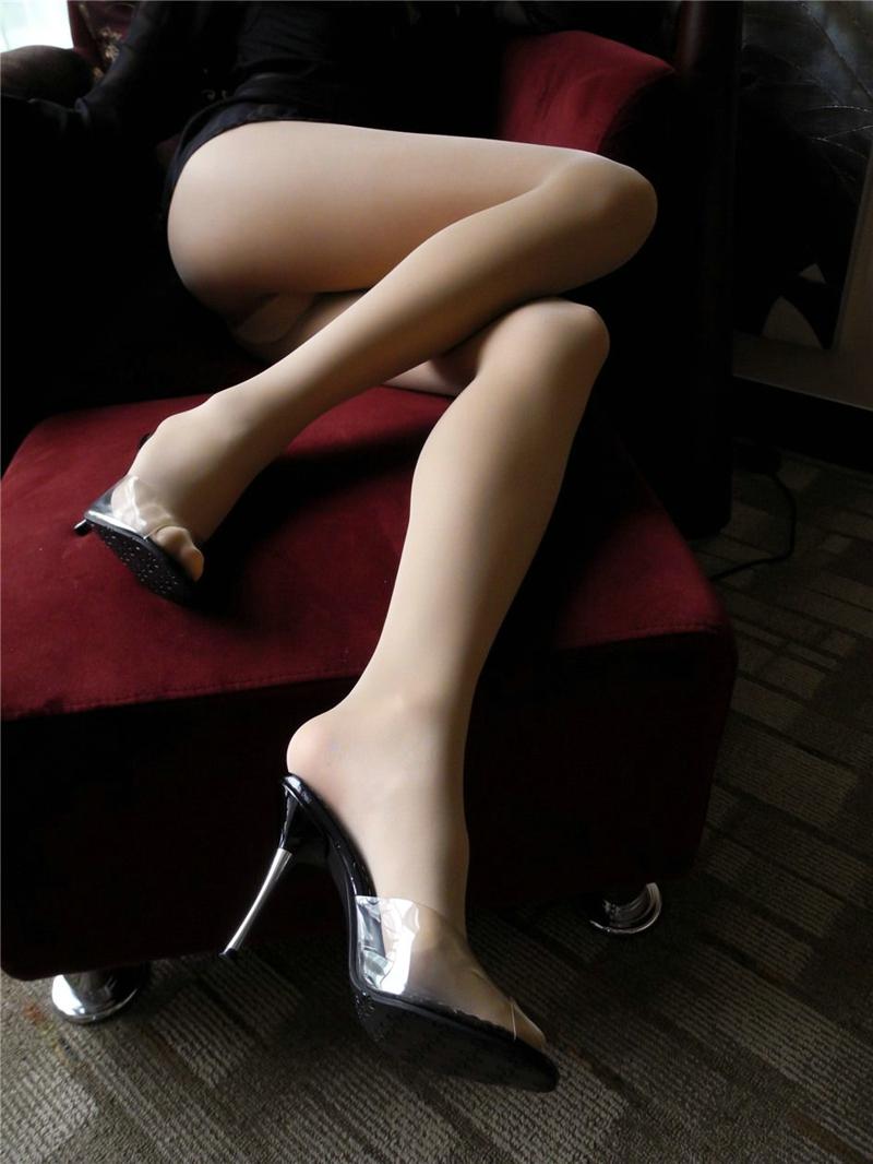 长腿肉丝御姐宾馆风韵撩人性感私房写真