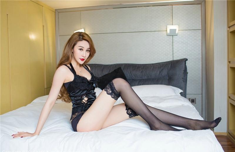 情趣美女江欢欢美胸黑丝长腿性感妩媚写真