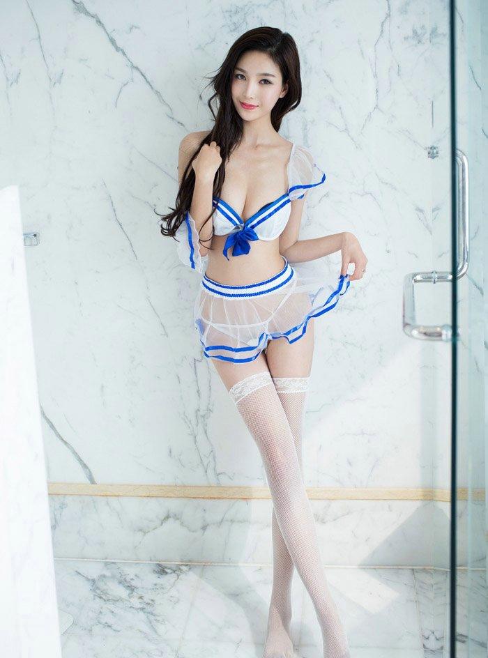 浴室内的百变制服女神爆乳翘臀美腿诱人