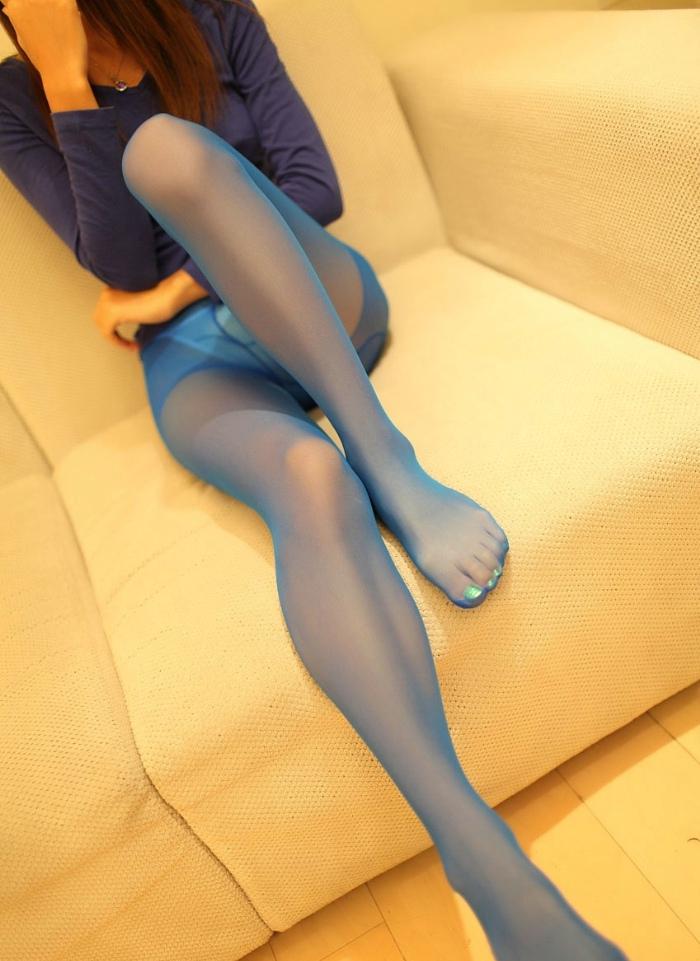 修长美腿的蓝色丝袜美女各种姿势令你神往