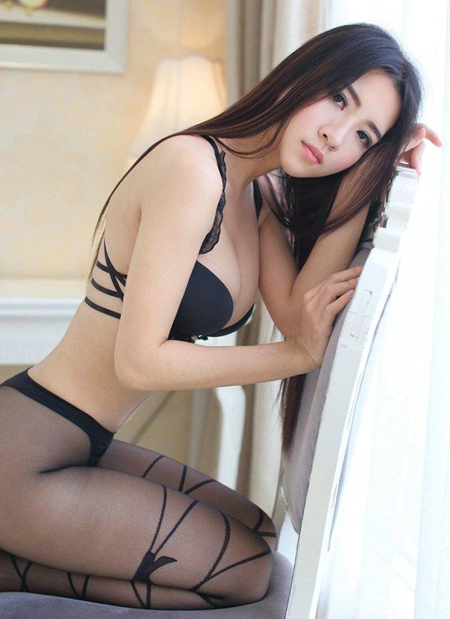 冷艳美女私房黑丝诱惑,体内的那股内气越来越强,在他们的体内流动的越来来越快、越来越急。而由此带来的冲击力,也越来越大。