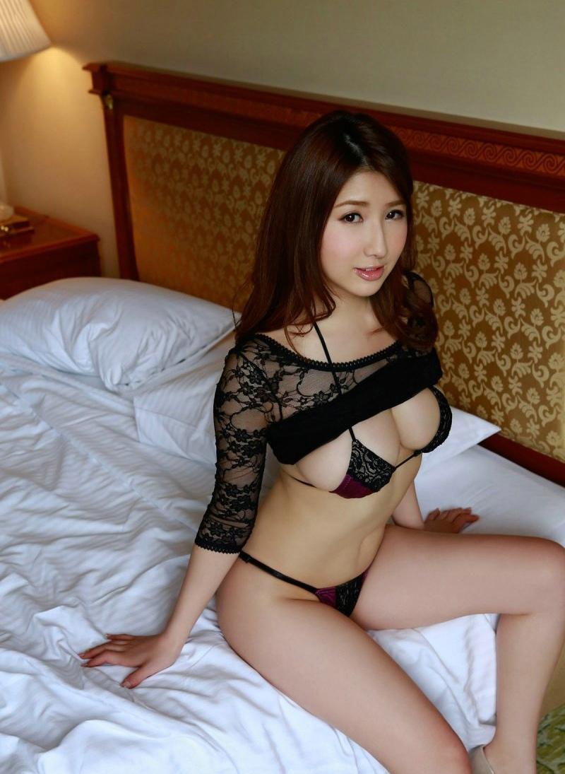 巨乳美女宾馆丁字内衣写真大秀好身材