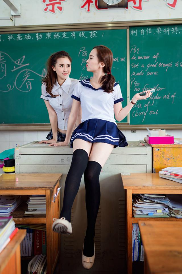 清纯学生美女黑丝玉腿制服诱惑写真