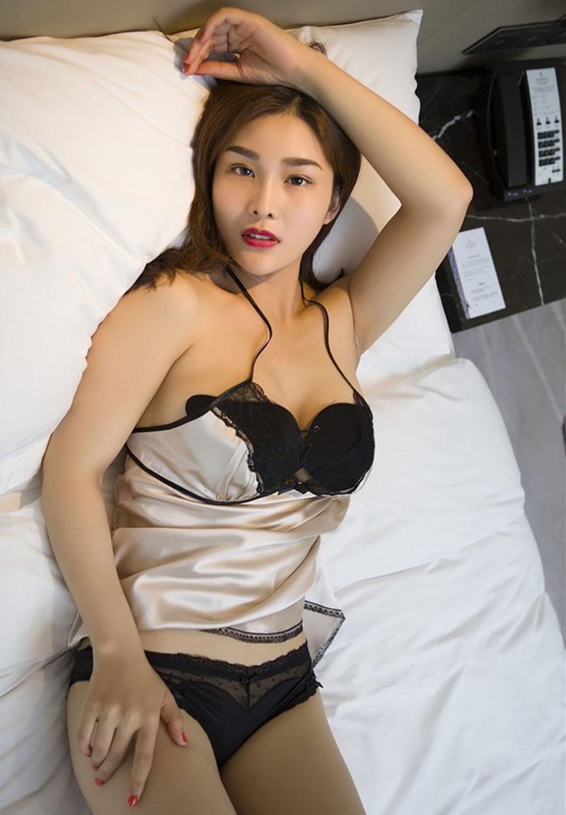 性欲美女,情趣诱惑ol,性欲用品,诱惑情趣,情趣性欲诱惑火辣荡女闫盼盼性感睡衣诱惑写真,穿着女士真丝睡衣一夜过后还是干干爽爽的自己。