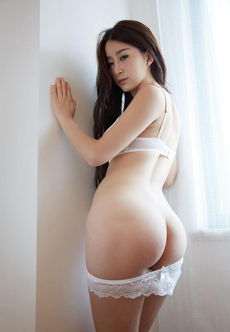 大美妞真希丰乳肥臀性感人体艺术私拍,  当他们从浴洗净出来时,余孝玲和李雪梅就更显容光焕发、艳丽无比,在外人看来只是二十多岁的少女,根本不象是三十多岁的人。