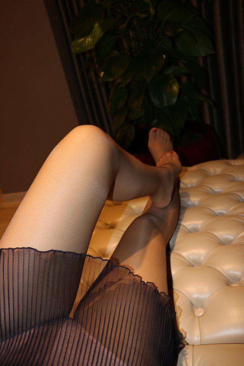 图小妹超薄灰丝美足沙发上婀娜多姿销魂写真