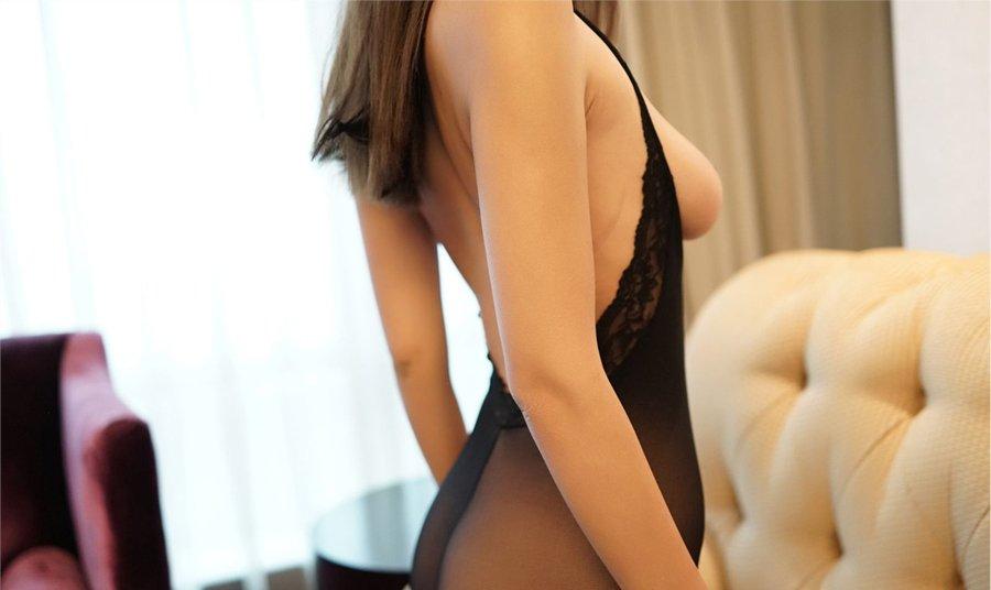 连体黑丝袜少妇沙发上翘臀诱惑艺术照