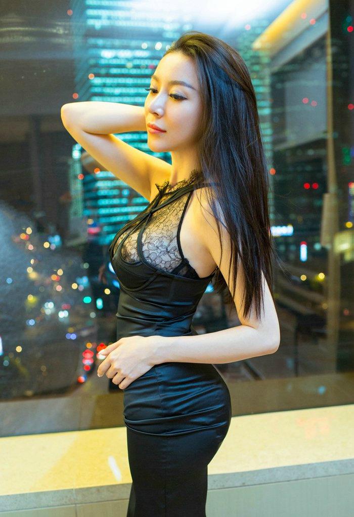 嫩模慕羽茜性感透明蕾丝魅惑写真