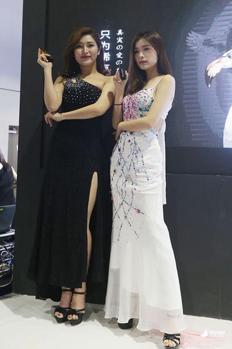 2017中国国际成人展开幕 人气女优现场签售 8