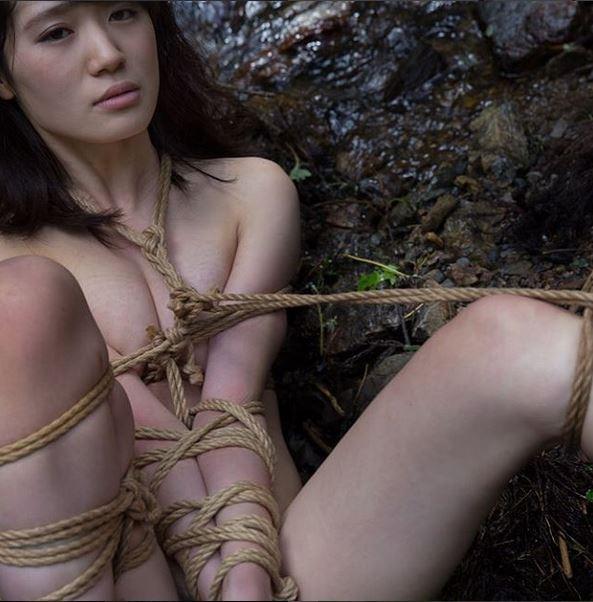 """SM的捆绑,都有所谓的""""日式绳缚"""",现代人其实不太擅长互相把对方绑起来,所以我除了推广紧缚,同时也提供学习使用绳索的教学,希望用这样的方式,让世人从艺术、SM了解紧缚的魅力。"""