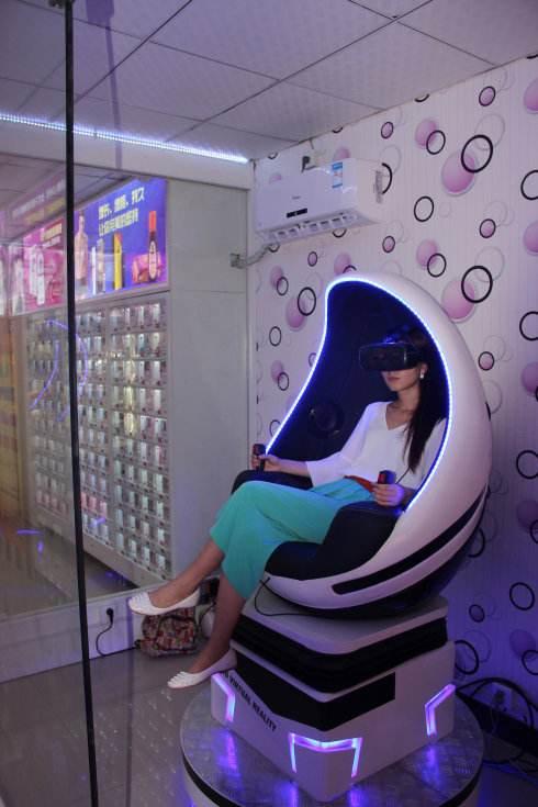 今年就要OVER了,一些90后、00后创业者的年轻人怎么样了?薛蛮子又投资了一家泛色VR+情趣用品电商,很符合薛老爷子的风格和气质啊!