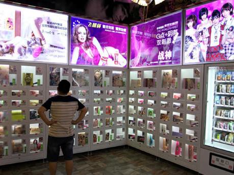 """马佳佳的陈年往事,谁说我不是情趣用品?保险套、润滑液、电动按摩棒、跳蛋等""""18禁""""情趣用品,24日出现在台湾大学的校园。成人男性性生活用品 成人女性生活用品 成人情趣品情趣生活馆"""