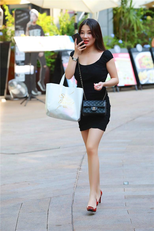 超性感的美女 mm131性感美女街拍身材绝美的包臀裙女郎,红色高跟散发无尽魔力,气质黑丝小高跟,少妇的魅力扑面而来