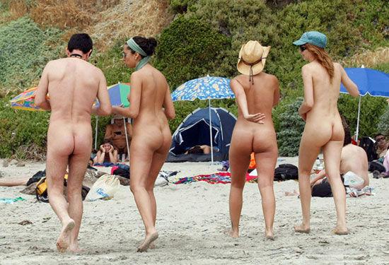 脱光衣服才能进入裸体海滩超开放天体海滩,这里是人体艺术的天堂,男男女女全部赤裸着身体,在这里裸泳,在海边日光浴!