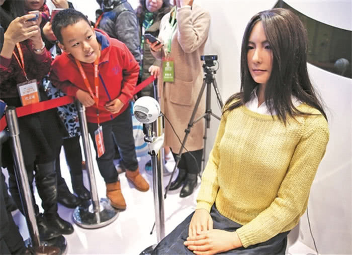 """日本""""妻子""""机器人问世,内部结构一清二楚,上市1小时一抢而光,漂亮日本机器人妹子遭宅男哄抢,他们说,简直太真实了"""